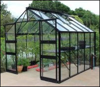 Wheelchair access greenhouse with level entry
